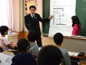 下村文科相が成増小で授業