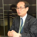 開発にかけた熱い想いを語る制作部の長島雅洋部長