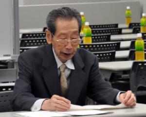 塾全協の会合で講演する田中幸穂さん