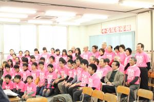 武田利幸専務理事と日本教育学院に集まった学生達