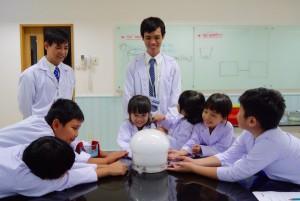 理科実験教室は人気のコースとなっている