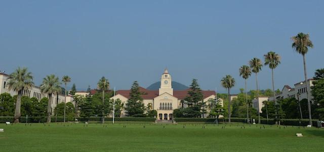 西宮上ヶ原キャンパスでは、著名建築家のW.M.ヴォーリズの手によって1929年に設計・建築された建物が多く現存しており、スパニッシュ・ミッション様式の美しい建築を見ることができる。