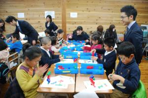 体験会に参加した生徒が、自発的に学習に取り組む「ロジカルキッズプログラム」