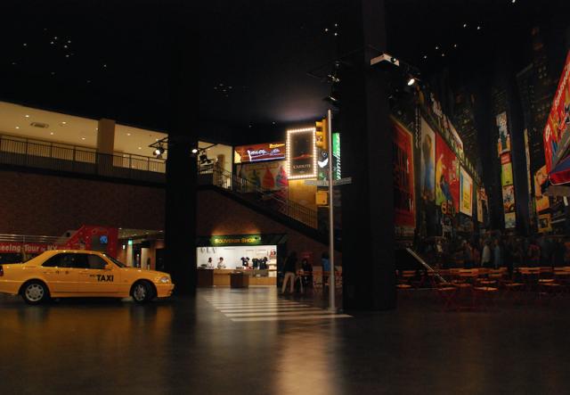 「絵本の中のアメリカ」をコンセプトに23のシチュエーションルームで構成される