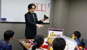 ロボット教材で論理的思考力に加え空間認識力も高める