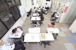 ゆったりとした空間で学べる明利学舎の教室