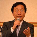 飯田陸三前社長は「新たな教育ビジネスモデルを創り、それを成立させてほしい」と創業者として、そして父として息子に希望を託す。