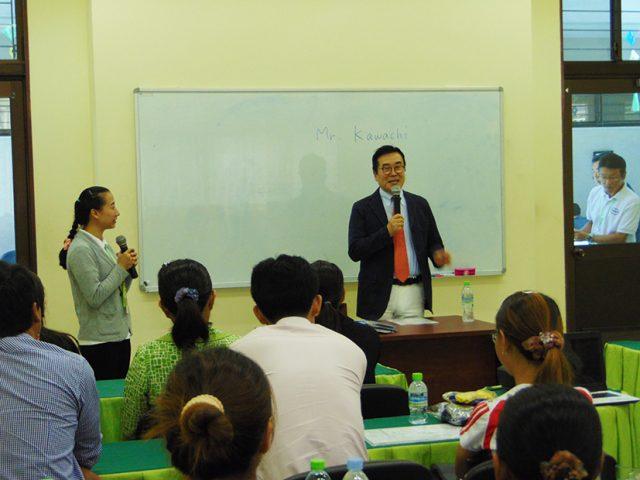 「CIESF Leaders Academy」で『カワチ式幼児教育法』について説明する河内宏之代表